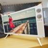LG se vrací do minulosti. Prodává televizi v sedmdesátkovém retro stylu
