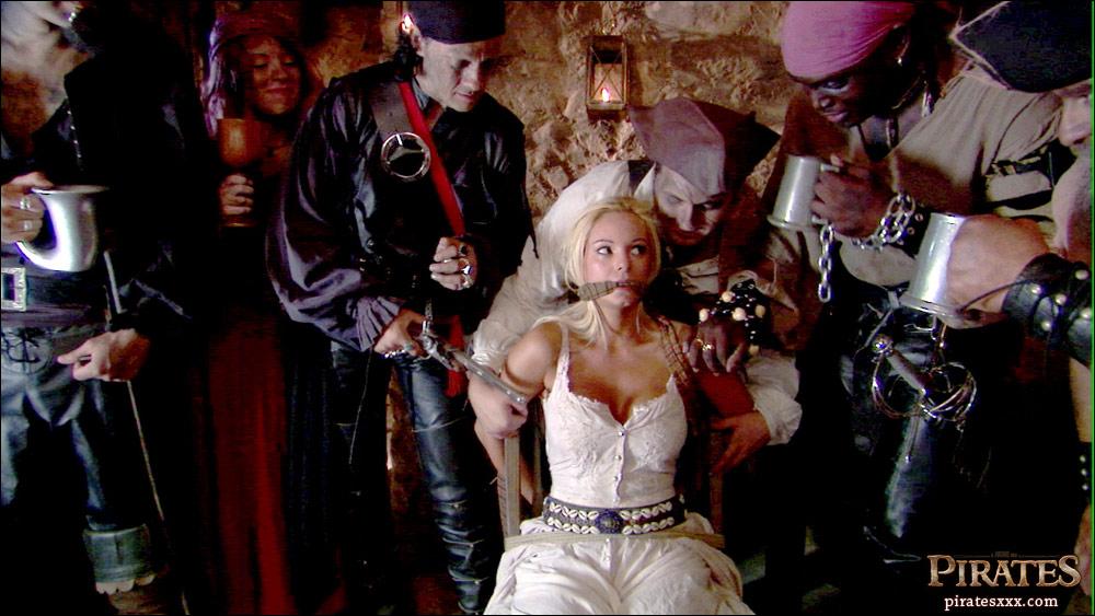 Пираты /Pirates (с русским переводом)/ кадр из порнофильма.