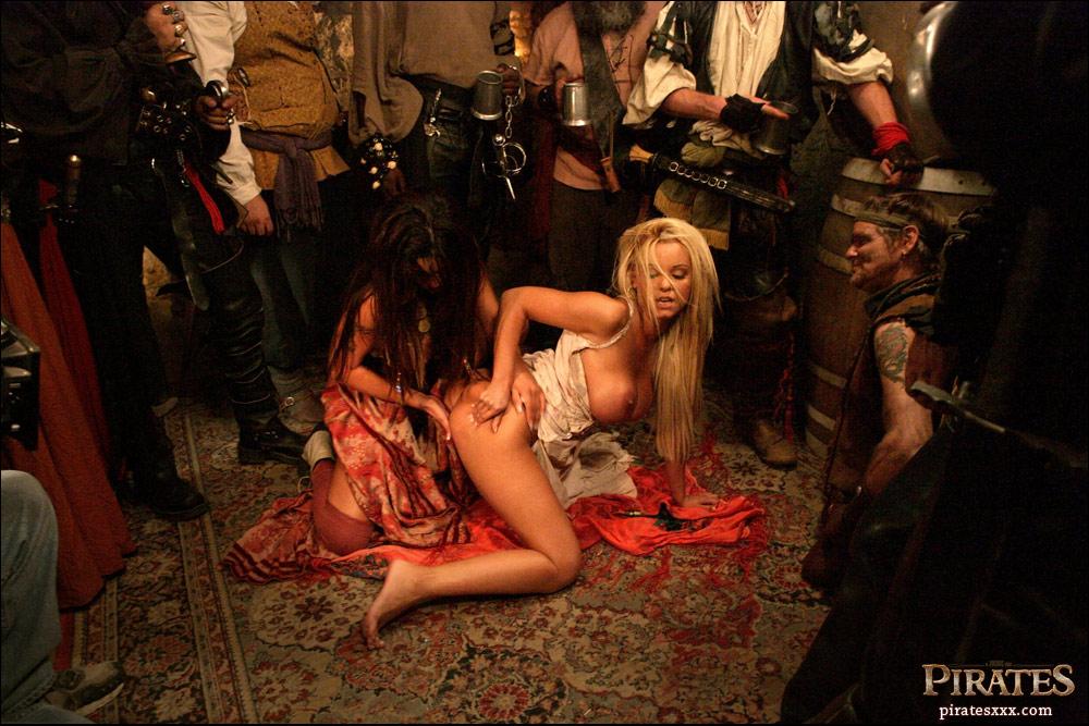 скачать порно фильм пираты с русским переводом